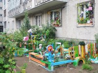 Кызылский двор с соснами, кедрами, елями, ильмами, боярышником, черемухой и березовой аллеей