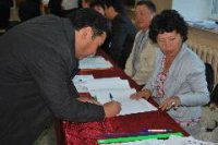 В числе первых проголосовал на выборах в Кызыле мэр города Владислав Ховалыг