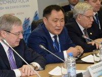 Для Сибири программа по содействию перемещению людей к новым местам работы в других регионах контрпродуктивна - Глава Тувы Шолбан Кара-оол