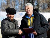 Спикер парламента Тувы обеспечил оленеводов Тоджи радиосвязью