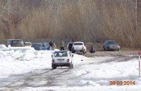 В Туве на ледовых переправах несмотря на запрет водители выезжают на лед