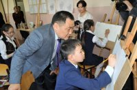 Глава Тувы побывал в кузнице юных талантов - Республиканской школе искусств