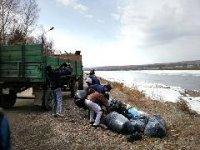 Волонтеры поддержали субботники в Кызыле
