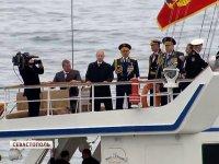 Владимир Путин и Сергей Шойгу поздравили участников Парада Победы в Крыму