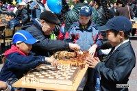 9 школьников в сеансе одновременной игры на 110 досках смогли одержать победы над ведущими шахматистами Тувы