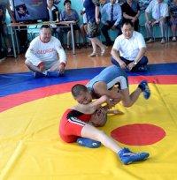 Глава Тувы провел тренировку с мальчишками из школы-интерната