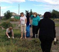 Кызыл: вместо бурьяна – газон! И предупреждающие таблички «По газону не ходить!»