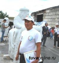 На первом международном скульптурном симпозиуме в Туве сразу два победителя