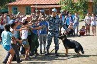 """Зарядка с умной собакой Сантой в детском лагере """"Юность"""" (Тува)"""