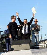 Вместе с группой «Серебро» в Кызыле зажигала вся площадь Арата
