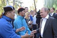 Путин посмотрел на схватку Слона с Исполином