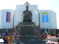 В Кызыле открыт памятник основателю тувинской государственности Монгушу Буян-Бадыргы