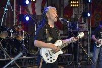 Мировая звезда этно-рок-музыки Альберт Кувезин избран в парламент Тувы