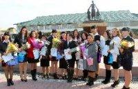 Приступившие к работе в детских садах Кызыла 14 выпускников ссузов и вузов дали клятву у Памятника первым русским учителям