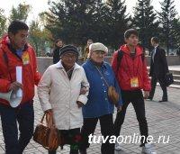 Предприниматели и трудовые коллективы предоставили пожилым людям автобусы для тура по юбилейной столице Тувы