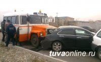 В Туве пьяный водитель автобуса стал причиной ДТП с тремя автомашинами