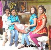 Хранительницы школьного музея с. Чаа-Суур (Овюрский кожуун, Тува)
