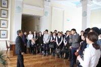 """""""Правовой лабиринт"""" привел школьников Кызыла в Верховный Хурал Тувы"""