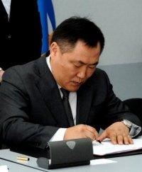 Глава Тувы подписал Закон о бюджете республики на 2015 год