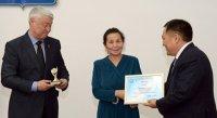 Администрация приграничного села Хандагайты как лучшая в Туве по благоустройству награждена колесным трактором МТЗ-82