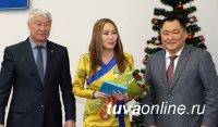 Глава Тувы в канун Нового года вручил государственные награды большой группе заслуженных людей республики