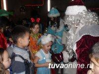 """Собранные в ходе акции """"Доброе сердце"""" подарки вручены юным кызылчанам"""