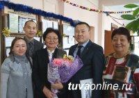 Депутаты Хурала представителей Кызыла поздравляют коллегу Наталью Ондар