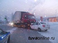 В Кызыле пассажиры такси, попавшие в ДТП, спаслись благодаря ремням безопасности
