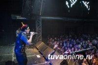 Миксом поп музыки и горлового пения «зажег» фаворит «Новой Звезды» из Тувы