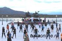 В Туве прошел танцевальный флэш-моб «Будь ярким! Стань заметным!»