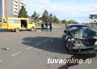 В Кызыле произошло ДТП с участием пассажирской «ГАЗели», среди пострадавших двухлетний ребенок