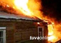 Из-за поджога травы и мусора в Кызыле едва не сгорел жилой дом