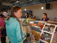 Тоджинцы побаловали кызылчан рыбой, копченой, свежей, вяленой