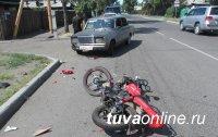 В Тоджинском районе Тувы мотоциклист, не имеющий водительского удостоверения, сбил маленькую девочку