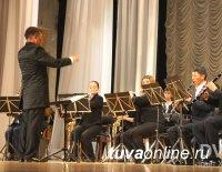 Хабаровчан впечатлило тувинское пение и шаманские танцы духового оркестра Тувы