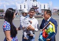 Победителями интернет-конкурса «Селфи с Главой Тувы » стала молодая семья