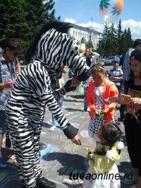 Госавтоинспекция Тувы подарила детям Прекрасный Праздник Детства