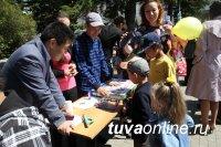 Студенты ТувГУ показали малышам «Физические чудеса»