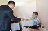 Глава Тувы навестил детей в инфекционной больнице, которые идут на поправку после отравления в лагере