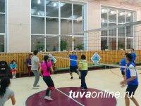 Финал волейбольной любительской лиги среди трудовых коллективов Кызыла
