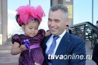 Тува: Уполномоченный по правам ребенка Павел Астахов вручил многодетной приемной семье ключи от машины
