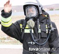 Лучшее звено газодымозащиты пожарных подразделений Тувы работает в Ак-Довураке