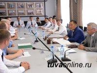 Глава Тувы встретился с выпускниками военно-учебных заведений, прибывших в регион для прохождения службы