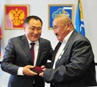 Глава Тувы вручил государственные награды строителям