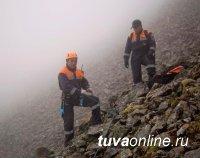 Спасатели работают в Туве на месте аварии вертолета Ми-8
