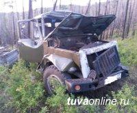 В Эрзинском районе в результате опрокидывания грузовой автомашины пострадали 7 человек