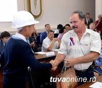 Учащиеся «шахтерских» классов школ Тувы впервые приняли участие в собрании, посвященном Дню шахтера