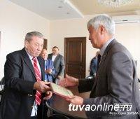 В Туве побывал главный тренер сборной России по сумо