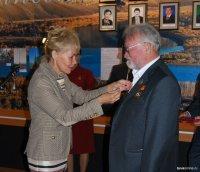 Почетный гражданин Кызыла Владимир Лебедев принимает поздравления с юбилеем