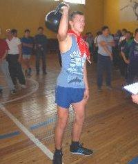 Сборная отцов школы № 2  - самая сильная и ловкая среди школ Кызыла